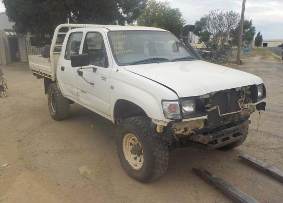 2004 TOYOTA HILUX COMPLETE VEHICLE