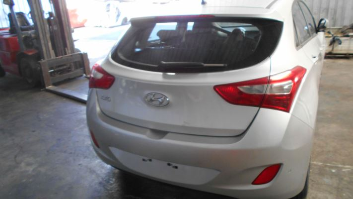 2015 HYUNDAI i30 GD3 SERIES 2 ELITE 1.8 L.E. 6 SP AUTOMATIC 1.8L MULTI POINT F/INJ TAIL LIGHT RIGHT