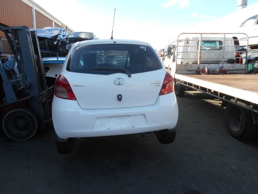 2008 TOYOTA YARIS NCP90R YR 5 SP MANUAL 1.3L MULTI POINT F/INJ SEAT BELT CENTRE REAR