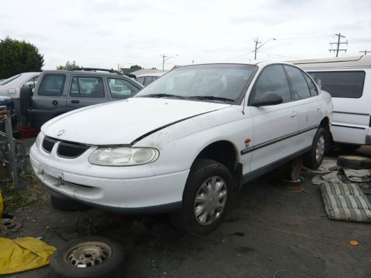 1998 HOLDEN COMMODORE VT ACCLAIM 4 SP AUTOMATIC 3.8L MULTI POINT F/INJ DOOR LF