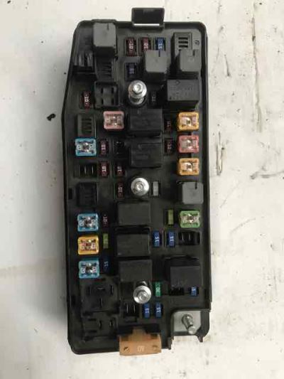 2012 HOLDEN CAPTIVA CG SERIES II 6 SP AUTOMATIC 3.0L MULTI POINT F/INJ ENGINE BAY FUSE BOX