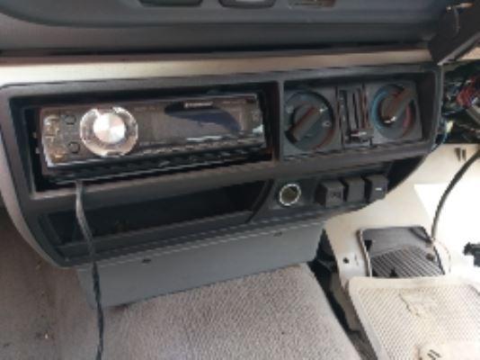 1993 HOLDEN COMMODORE VR ACCLAIM 4 SP AUTOMATIC 3.8L MULTI POINT F/INJ DASH RADIO FASCIA