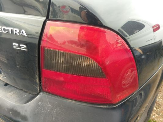 2001 HOLDEN VECTRA JSII GL 4 SP AUTOMATIC 2.2L MULTI POINT F/INJ TAIL LIGHT RIGHT