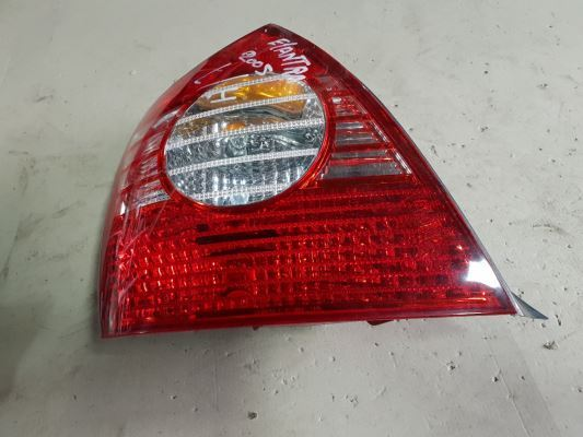 2004 HYUNDAI ELANTRA TAIL LIGHT LEFT