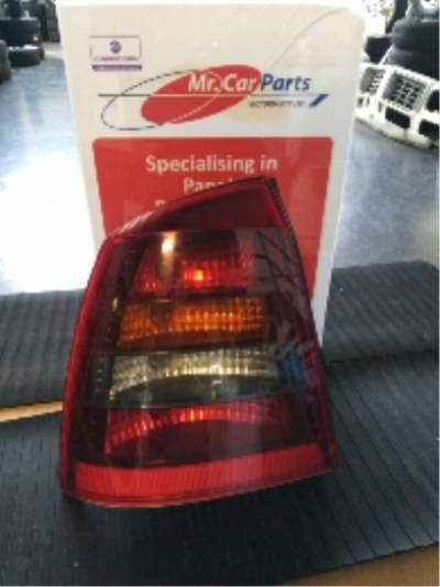 2003 HOLDEN ASTRA TS CONVERTIBLE 4 SP AUTOMATIC 2.2L MULTI POINT F/INJ TAIL LIGHT LEFT