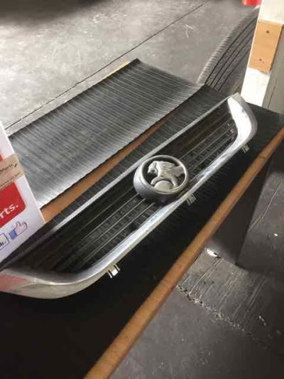 1999 HOLDEN VECTRA JS CD 4 SP AUTOMATIC 2.2L MULTI POINT F/INJ GRILLE