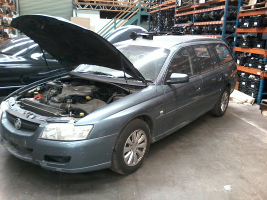 2004 HOLDEN COMMODORE VZ ACCLAIM 4 SP AUTOMATIC 3.6L MULTI POINT F/INJ GUARD RF