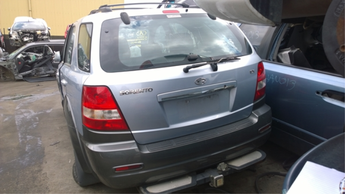 2004 KIA SORENTO BAR REINFORCE REAR
